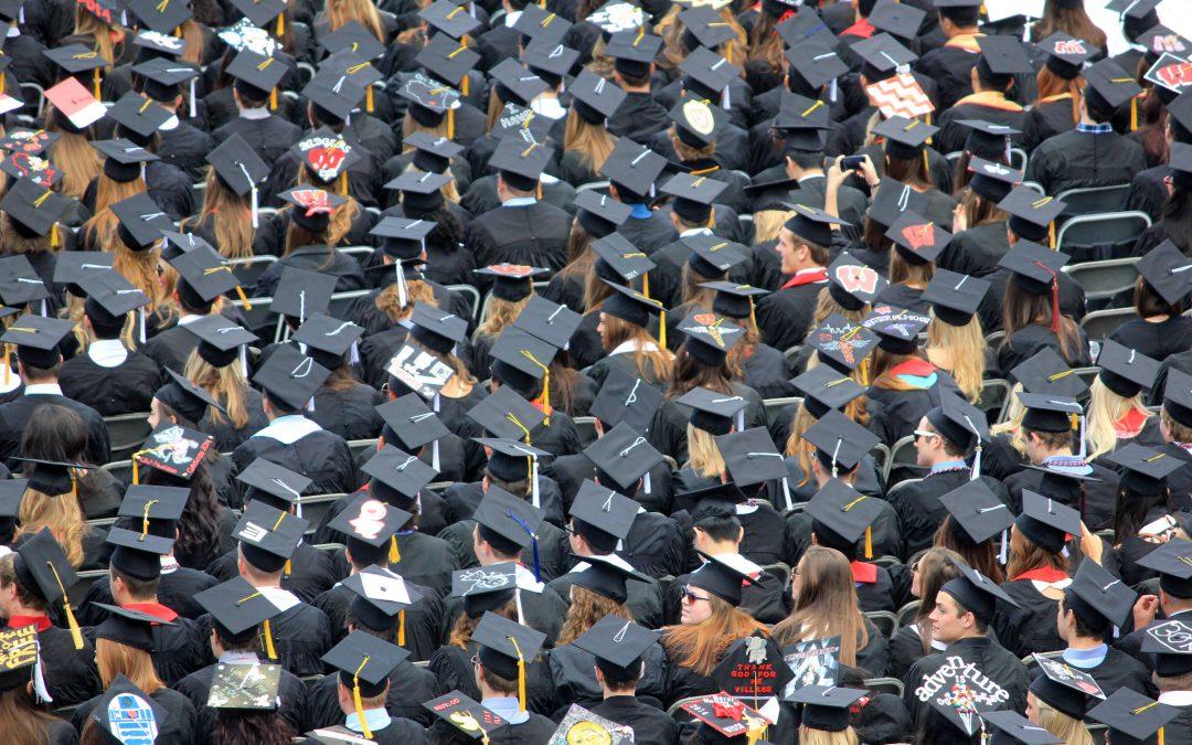 De Universidades, títulos, masters y doctorados